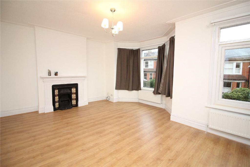 2 bedroom flat in Dollis Road, Finchley Central, N3