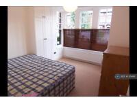 2 bedroom flat in Waldegrave Road, London, N8 (2 bed)