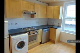 2 bedroom flat in St Johns Hill, London, SW11 (2 bed) (#1043796)