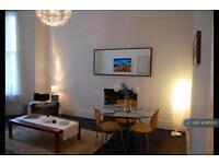 2 bedroom flat in Perham Road, London, W14 (2 bed)