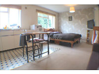 ** Self contained studio apartment in Earlsfield, SW18 for only £1000 pcm **