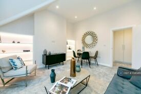 2 bedroom flat in Overstrand Mansions, London, SW11 (2 bed) (#1040463)