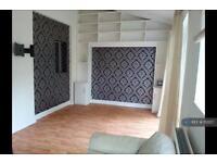 2 bedroom flat in River Gardens, Feltham, TW14 (2 bed)