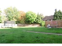2 Double Bedroom Flat in Worcester Park With Off Street Parking and Communal Gardens !!