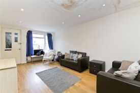 Large 4 bedroom house, with lounge & eat in kitchen, KINGS CROSS! Available in August! £815pw