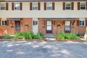 Ideal student rental! Great for groups of 3 and 4! Kitchener / Waterloo Kitchener Area image 4