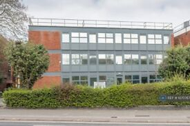 1 bedroom flat in Charter House 59-61 Bromham Road, Bedford, MK40 (1 bed) (#1070767)