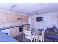 5 bedroom house in Barchester Close, Uxbridge, UB8 (5 bed) (#976615)
