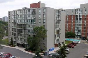 Belleville 2 Bedroom Deluxe Apartment for Rent: Dishwasher, pool