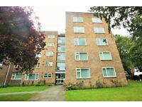 2 bedroom flat in Tenterden Grove, Hendon, NW4