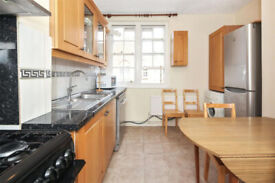 Beautiful 3 double bed flat with Kitchen diner no lounge in Mile End E1