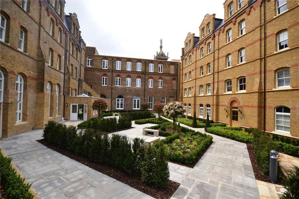 2 bedroom flat in Cambridge Court, 3 Holborn Close, London, NW7