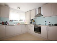 3 bedroom flat in Edinburgh House, Tenterden Grove, Hendon, NW4