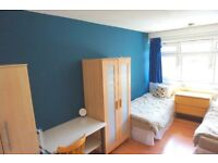 Amazing Twin room available now. 2 weeks deposit. No extra fee!