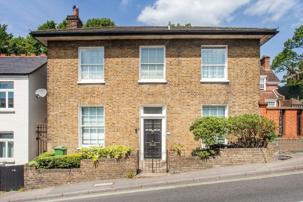 Stunning two double bedroom conversion on the ground floor of this beautiful detached cottage. S