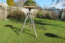 Alec Tiranti Scopas modelling/sculpting tilt top folding stand. Good used condition.