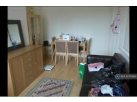 2 bedroom flat in Access From Alley Way Behind Shops, Richmond, TW1 (2 bed) (#1170695)