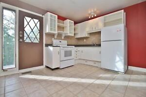 Lovely 2 Bed/1 Bath Upstairs Apartment-Bayshore($1350 ALL INCLD)