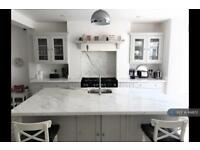 5 bedroom house in Bennerley Road, London, SW11 (5 bed)