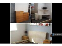 1 bedroom in Park Avenue, Queenborough, ME11 (#539134)