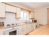2 bedroom flat in Girdlestone Close, Headington, Oxford