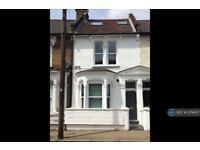 3 bedroom flat in Amies Street, London, SW11 (3 bed)