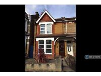 4 bedroom house in Albany Road, London, W13 (4 bed)