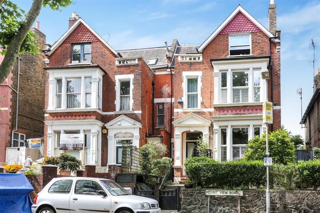 3 bedroom flat in Mount View Road, London