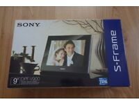 "Digital Photo Frame (9""- white) - Sony - in excellent condition and original packaging"