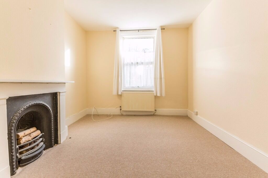 Prince Road - Very large two bedroom flat, stones throw from Norwood Junction and Selhurst Train ST