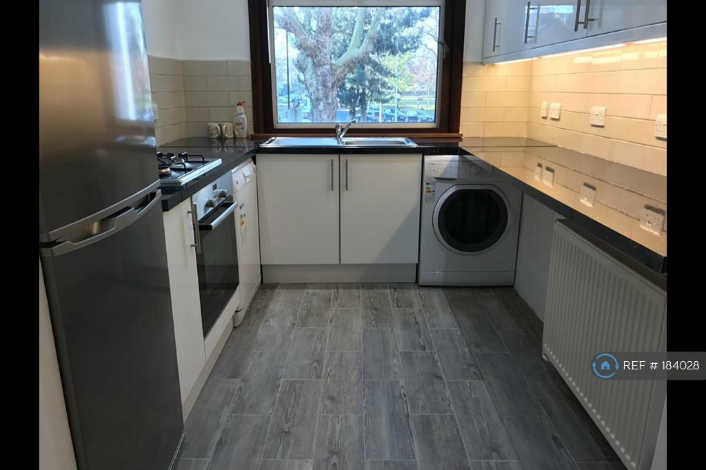 3 bedroom house in Prospect Place, London, W4 (3 bed)