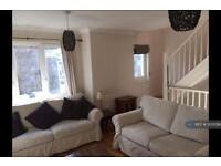 2 bedroom house in Burnthwaite Road, London, SW6 (2 bed)