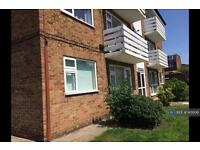 2 bedroom flat in Fairview Drive, Chigwell, IG7 (2 bed)
