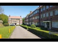 2 bedroom flat in Hill Court, London, W5 (2 bed)