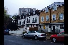 Studio flat in Kilburn, London, NW2