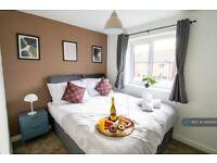 3 bedroom flat in Batchelor Close, Whitnash, Leamington Spa, CV31 (3 bed) (#1093140)