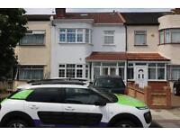 2 bedroom flat in Oaks Lane, Newbury Park