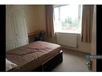 5 bedroom house in Weston Road, Guildford, GU2 (5 bed)