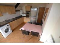 3 bedroom flat in City Road, Roath, Cardiff