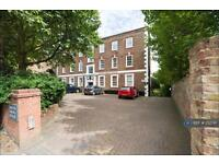 3 bedroom flat in Highgate Village, London, N6 (3 bed)