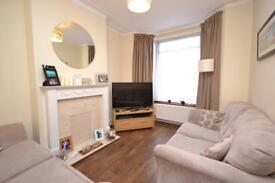 2 bedroom house in Richmond Road, Bounds Green, London, N11