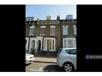 3 bedroom flat in Brenthouse Road, London, E9 (3 bed)