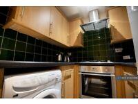 3 bedroom flat in Ashgrove, Bradford, BD7 (3 bed) (#1053146)