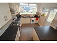 3 bedroom house in Manor Street, Heath, Cardiff