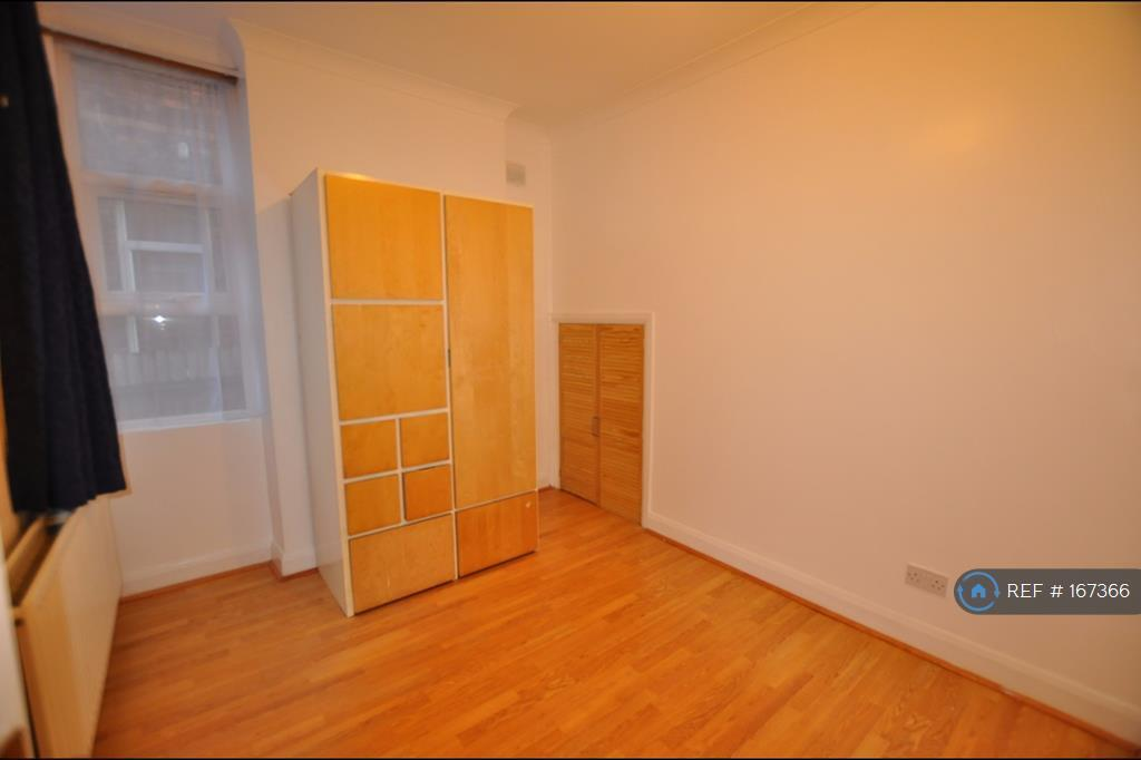 3 bedroom flat in Melrose Avenue, London, NW2 (3 bed)