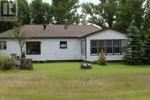 223 Riverside BLVD Eastend, Saskatchewan