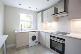 2 bedroom flat in Coleridge Road, London, N12
