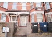 2 bedroom flat in Derby Avenue, North Finchey, N12