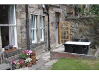 2 bed main door flat with garden in Hillside, Edinburgh