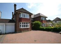 4 bedroom house in High Road, North Finchley, London, N12